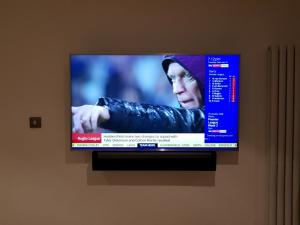 Wal lMounted TV and Soundbar
